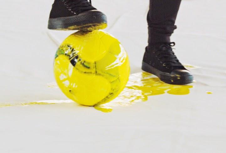 pintura-con-balon-de-futbol