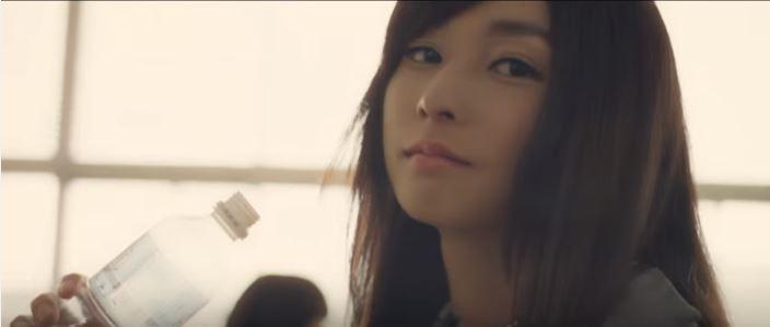 Spot de televison de Shiseido - Chica de instituto